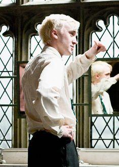 gambar harry potter, tom felton, and draco malfoy Draco Harry Potter, Harry Potter World, Mundo Harry Potter, Draco And Hermione, Harry Potter Characters, Harry Potter Universal, Draco Malfoy Memes, Drarry, Dramione