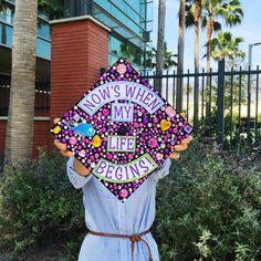 15 Graduation Cap Decorating Ideas For Every Disney Fan - Site Today Disney Graduation Cap, Graduation Cap Designs, Graduation Cap Decoration, Graduation Diy, Grad Cap, Graduation Quotes, Graduation Announcements, Graduation Invitations, Cute Crafts