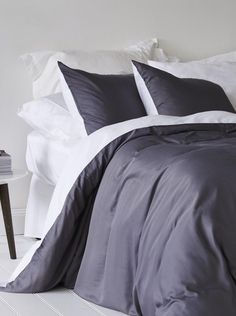Browse ettitude's range of organic bamboo pillow cases. Minimalist Furniture, Minimalist Bedroom, Minimalist Home, Bedroom Furniture, Bedroom Decor, Holly Willoughby Bedding, Luxury Bedding Sets, Room Colors, Duvet Cover Sets