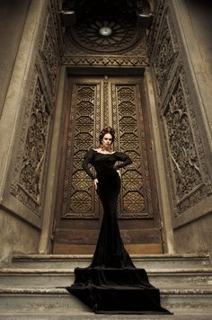 Goth....the Queen Of Darkness!!! OMFG that dress is badass!