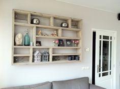 Letterbak steigerhout Creation Homes, Palette, Pallet Furniture, Cozy House, Home Living Room, Wall Shelves, Diy Home Decor, Sweet Home, House Styles