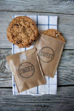 Hey Pittsburgh Brides - how about some homemade treat bags for the cookie table? This inspiration from #Lifestylecrafts is perfect for rustic country and barn weddings.