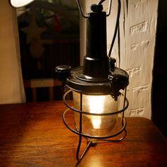 http://anciellitude.fr/wp-content/uploads/2016/11/P1100199-1.jpg - BALADEUSE EN BAKELITE NOIRE - http://anciellitude.fr/baladeuse-en-bakelite-noire/ -  #baladeusebakelite #nofilter #baladeuses #luminaire #lighting #blowedglass #oldlamp #ancien #bakelite #black #industrial #design #deco #vintage #anciellitude #pucesdesaintouen #parisfleamarket #paulbertserpette #marchepaulbert #allee1 #paris #stand37