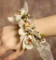 Contemporary wrist corsage