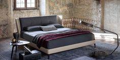 Poltrona Frau | Bretagn bed. | For more inspirations visit: www.bedroomideas.eu | #bedroomdecoratingideas #bedroomdecoration #bedroomfurnituredesign