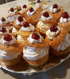 ΜΑΓΕΙΡΙΚΗ ΚΑΙ ΣΥΝΤΑΓΕΣ 2: Μπαμπαδάκια !!!! Greek Sweets, Greek Desserts, Greek Recipes, Cookbook Recipes, Sweets Recipes, Cooking Recipes, Food Gallery, Savarin, Sweets Cake