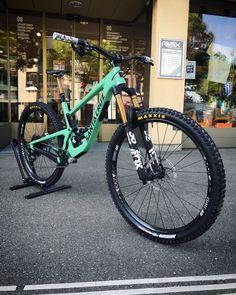 Downhill Bike, Mtb Bike, Bmx, Santa Cruz Bronson, Montain Bike, African Dresses Men, Second Best, Cool Bikes, Art Cars