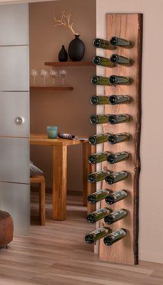 Dieses stilvolle DIY Weinregal mit rustikalem Flair könnt Ihr ganz einfach nachbauen mit unserer hochwertigen Blockware und z. B. den Craftomat Forstnerbohrer (Durchmesser: 30 mm).