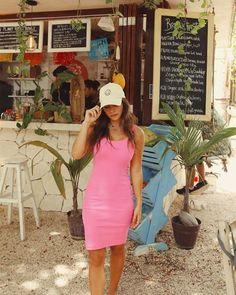 vestido fenda bella mundo lolita, peça super fashionista, possui fenda na parte das costas e modelagem ajustada ao corpo, usado com sobreposições pode criar diversas propostas. Fendi, One Shoulder, Shoulder Dress, Fashion Dresses, Bodycon Dress, Tulum, Short Black Dresses, Open Dress, Floral Midi Dress