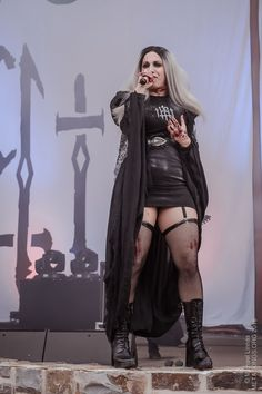 Chica Heavy Metal, Heavy Metal Girl, Ladies Of Metal, Cristina Scabbia, Chica Fantasy, Botas Sexy, Women Of Rock, Harajuku, Grunge