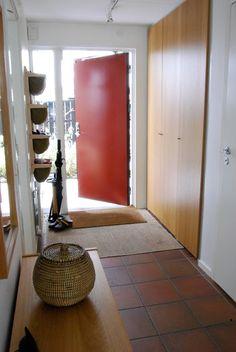 Almbacken: Effektiv förvaring i liten hall