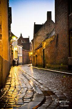 Wat te doen als de zon onder is? CityZapper bracht het #nightlife van #Brugge in kaart!