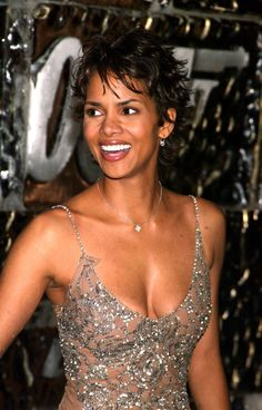 Halle Berry turns 53 on Aug. a fact that is pretty hard to believe if you just take one look at her. The Oscar-winning actress basically embodies the Halle Berry Style, Halle Berry Hot, Bond Girls, Hally Berry, Aging Backwards, Black Actresses, Celebs, Celebrities, Beautiful Black Women