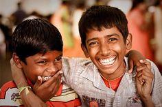 Celebro ese instante de felicidad. Ríe y el mundo reirá contigo.