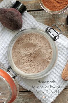 The BEST tried-and true homemade foundation powder makeup recipe. Plus, a homemade foundation powder video tutorial! Homemade Foundation, Diy Foundation, Organic Foundation, Looks Instagram, Instagram Baddie, Homemade Moisturizer, Homemade Facials, Homemade Beauty Products, Natural Products