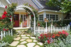 adelaparvu.com despre trandafiri cataratori, Text Carli Marian, Foto New Leaf Landscape