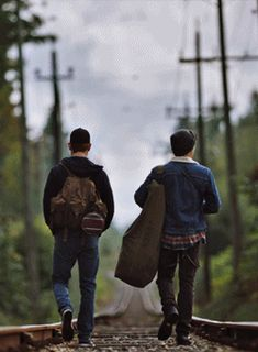 archie and jughead running away together Fionn Whitehead, Archie Jughead, Thomas Doherty, Riverdale Funny, Archie Andrews, Cole Sprouse, Album, Fangirl, Novels