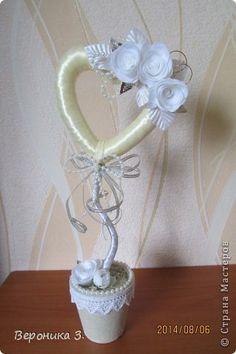 . Cd Crafts, Ribbon Crafts, Deco Floral, Valentines Diy, Pearl Beads, Christmas Time, Flower Arrangements, Burlap, Centerpieces