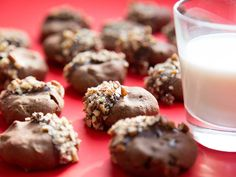 A sandy, melt-in-your mouth chocolate cookie with a coffee kick—and a dip in more chocolate for good measure. Ingredients 3⁄4 cup sifted confectioners' sugar 1⁄4 cup instant espresso 12 tbsp. unsal…