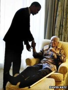 Barack Obama and Nelson Mandela.their only picture together? Funny how strongly Barack Obama was influenced by Nelson Mandela. If you are going to have a role model what better man to choose? Black Presidents, Greatest Presidents, American Presidents, Nelson Mandela, Michelle Obama, Barack Obama Family, Obama President, Obamas Family, Presidente Obama