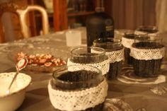 Villaa ja pitsiä glögilaseihin, ettei sormet pala ja juomakin säilyy lämpöisenä pidempään
