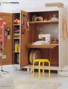 Craft room inspiration an idea for guest room Coin Couture, Sewing Spaces, Sewing Rooms, Sewing Closet, Small Space Living, Small Spaces, Work Spaces, Sewing Station, Sewing Cabinet