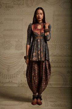 Tarun Tahiliani of Amrita Sher-gil's fall/winter collection, according to Elle India clothing indian Aellagirl Tarun Tahiliani, India Fashion, Ethnic Fashion, Asian Fashion, Womens Fashion, Indian Fashion Modern, Tokyo Fashion, Fashion Goth, London Fashion