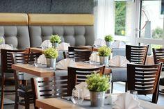 Unser neu gestaltetes Restaurant Albatros freut sich über Ihren Besuch! Table Settings, Restaurant, Diner Restaurant, Place Settings, Restaurants, Dining, Tablescapes