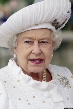 HRH Queen Elizabeth II Hm The Queen, Royal Queen, Save The Queen, Queen Hat, Queen Outfit, Queen And Prince Phillip, Prince Philip, Royal Uk, Isabel Ii