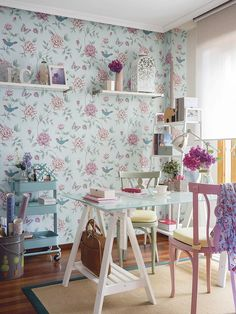 8 Ideas para decorar tus paredes con papel pintado Home Office, Bedroom Office, Craft Corner, First Home, Room Inspiration, Inspiration Boards, Sweet Home, Room Decor, Kids Rugs