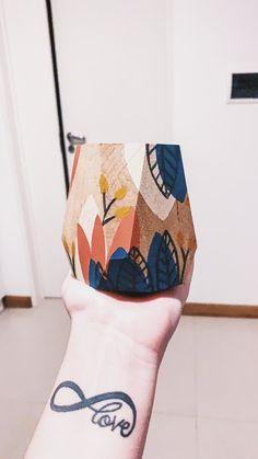 Bottle Art, Bottle Crafts, Pottery Painting, Painting On Wood, Painted Plant Pots, Paper Plants, Mug Art, Diy Mugs, Clay Pot Crafts