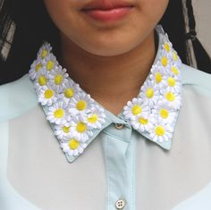I rarely ever make 'me' posts unless it's quite special to me, but this one was taken on the day of my mother's return from America: a daisy collar to celebrate thailand's eternal spring