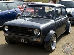 What a Wide Arched Wednesday Clubby fronted beauty. Love this very cool Stance. Classic Mini, Classic Cars, Car Table, Amazing Cars, Awesome, Mini Cooper Clubman, Bike Engine, Mini Stuff, Small Cars