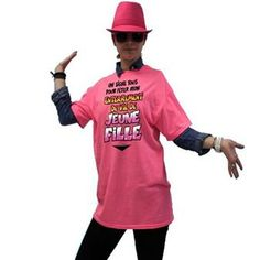 """Un t-shirt """"enterrement de vie de jeune fille"""" que pourront dédicacer toutes les amies / sœurs / cousines présentes : un joli souvenir en perspective !"""