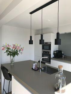 Kitchen Flooring, Kitchen Furniture, Küchen Design, Interior Design, Kitchen Seating, Minimalist Kitchen, Cool Kitchens, Sweet Home, New Homes
