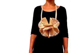 Carlos Silva-  Projects - CASA - school project 2011-12 - necklace - wooden pegs: