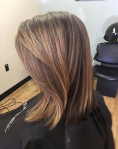 Partial foil for brown hair // blonde honey caramel highlights for brunette brown hair // medium length hair cut