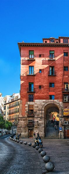 Arco de Cuchilleros, Madrid, Spain