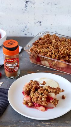 Check out our low sugar crumble for an easy dessert that& under 250 calories. Top with fresh fruit! Raspberry Crumble, Fruit Crumble, Crumble Recipe, Healthy Food List, Healthy Foods To Eat, Healthy Treats, Diet Foods, Healthy Eating, Healthy Recipes