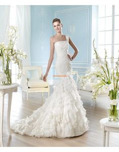 """Patrick 2014 """"Glamour"""" collection may well be the definition of bridal elegance. Inexpensive Wedding Dresses, Wedding Dresses 2014, Wedding Dress Chiffon, Wedding Bridesmaid Dresses, Wedding Gowns, Wedding Bouquets, Formal Dresses, San Patrick, Bridal Elegance"""