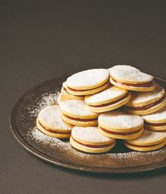 cookie with dulche la leche Sweet Recipes, Cake Recipes, Dessert Recipes, Fancy Cookies, Cake Cookies, Homemade Sweets, Hungarian Recipes, Gourmet Gifts, Dessert Drinks