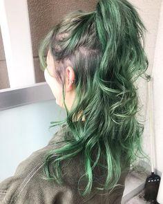 FEさんはInstagramを利用しています:「#オーストヘアーセントラル #派手髪 #マニパニ #マニパニグリーン #グリーンアッシュ #グリーンカラー」 Colored Hair, Diy Fashion, Dyed Hair, Hair Ideas, Hair Cuts, Hair Color, Dreadlocks, Make Up, Glitter
