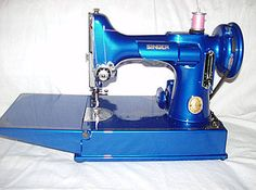 Singer Sewing Machines: Meet the Singer Featherweight: Blueberry, Singer Featherweight 221 My Sewing Room, Sewing Rooms, Featherweight Sewing Machine, Sewing Scissors, Sewing Machine Accessories, Vintage Sewing Notions, Antique Sewing Machines, Sewing Baskets, Free Machine Embroidery
