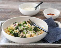 KREMET PASTA MED SALSICCIA OG BROKKOLI Pasta, Sashimi, Risotto, Potato Salad, Recipies, Potatoes, Cheese, Ethnic Recipes, Food