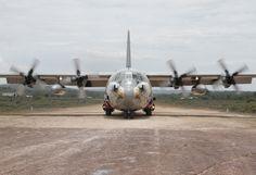 Avión insignia Hércules C-130 de la Fuerza Aérea Colombiana  preparado para llevar ayuda humanitaria y transporte militar   a los rincones más alejados de Colombia.
