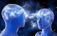 La atracción entre individuos va más allá de la apariencia física. Un nuevo estudio demuestra que el cerebro activa estrategias de recompensa positivas cuando empatiza con los sentimientos de su interlocutor y confía en su capacidad para descifrarlos.