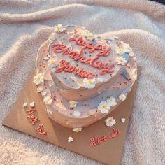 Pretty Birthday Cakes, Pretty Cakes, Beautiful Cakes, Amazing Cakes, Happy Birthday, Mini Cakes, Cupcake Cakes, Frog Cakes, Simple Cake Designs