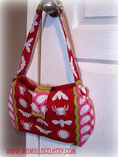 Super-Sized One-Hour Bag ~ Free template from Mama Lusco and free tutorial at Ric Rac blog.