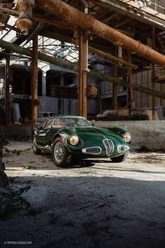 Crocodile🐊 is always lurking in the shadows😱 This unique ATL Alfa Romeo 1900 SS powered sports coupe, was built by ATL ( Autotecnica del… Maserati, Lamborghini, Ferrari, Auto Retro, Retro Cars, Vintage Cars, Alfa Romeo Gtv 2000, Alfa Romeo Cars, Peugeot
