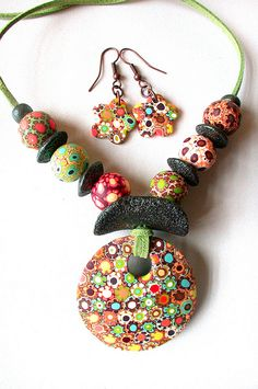 Collar de flores by Madreselva61, via Flickr